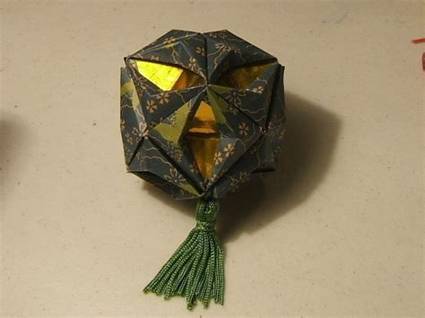 Origami Bauble - modular origami seasonal ornament 183 how to make a bauble