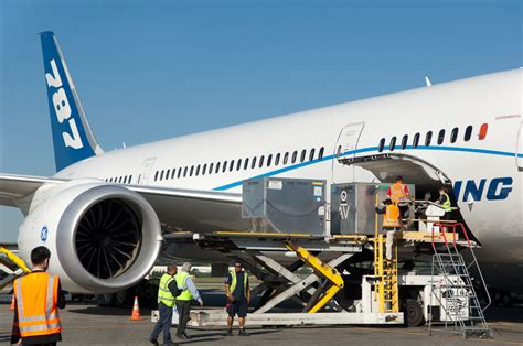 photos the boeing 787 dreamliner makes a visit to sea tac airport airlinereporter