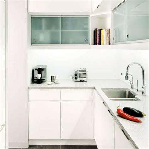 zeitgenössische küchen mit weißen schränken wei 223 k 252 che kleine