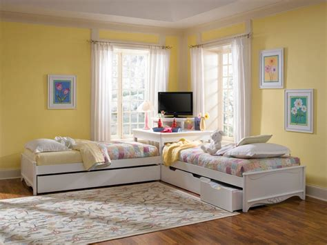 Corner Bedroom Furniture Units This Bed Set The Storage Drawers With The Corner Unit To Utilize The Lost Space Between