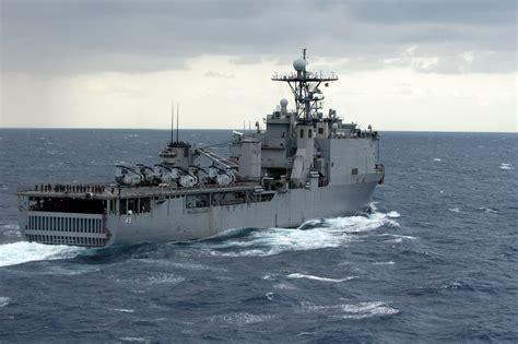 catamaran aircraft carrier wiki file uss harpers ferry lsd 49 jpg wikimedia commons