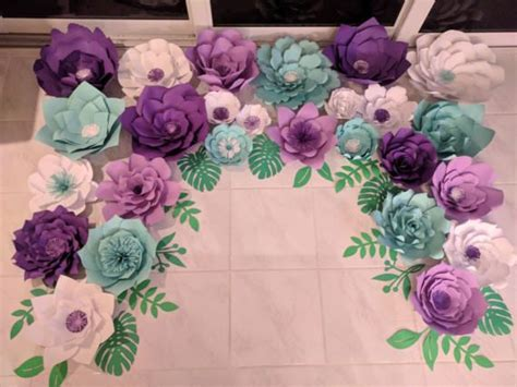 papel mural flores peque 241 as con fondo verde xv papel mural fondos verdes y murales flores de papel gigantes flores de papel papel de tel 243 n de fondo de flor flores de papel