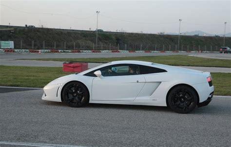 Lamborghini Fahren Geschenk by Fahre Einen Lamborghini In Lyss Als Geschenkidee Mydays