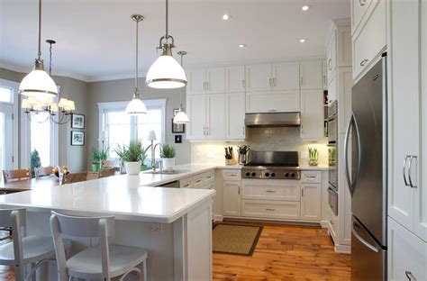 benjamin moore white dove kitchen cabinets benjamin moore white dove cabinets in traditional kitchen