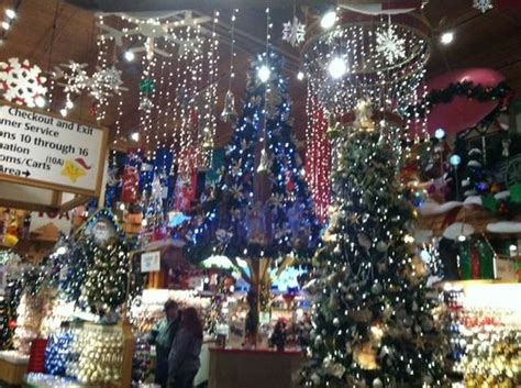 bonnars christmas trees bonners store picture of bronner s frankenmuth tripadvisor
