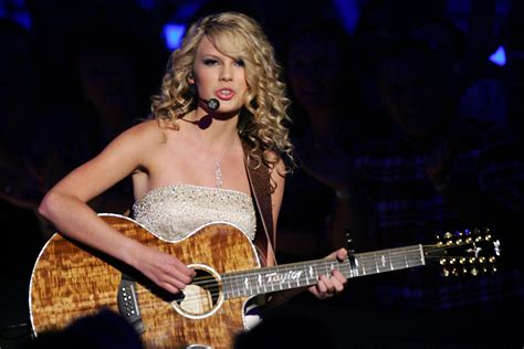 taylor swift country music singer taylor swift why taylor swift pulled her music from