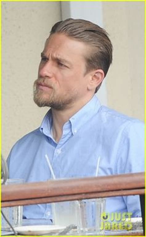 how to get thecharlie hunnam haircut charlie hunnam king arthur hair click to find out how to