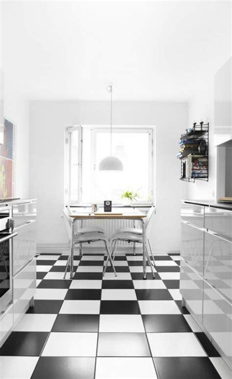 cuisine blanche sol noir le carrelage damier noir et blanc en 78 photos archzine fr