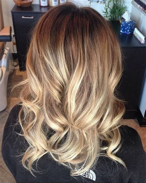 mixing brown wirh blonde haircolor results a mix of honey hued and lighter highlights on a naturally