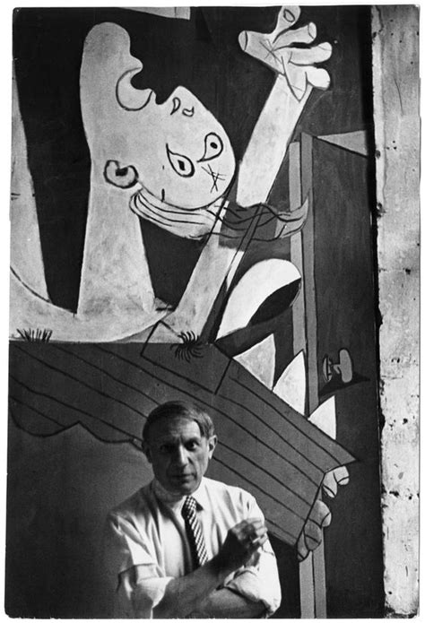 picasso paintings war picasso in front of his painting guernica 1937 by