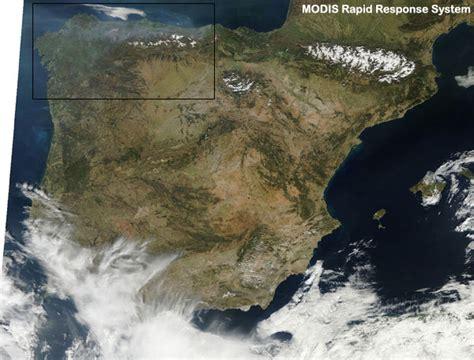 imagenes satelitales modis cazatormentas sat 233 lites terra y aqua captan el humo de