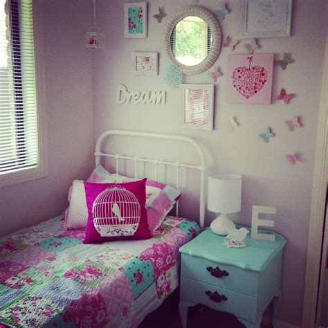 little girl room decor little girls room decor i like the wall behind the bed