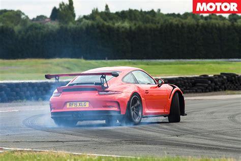 drift porsche 911 porsche 911 gt3 rs vs mclaren 675lt