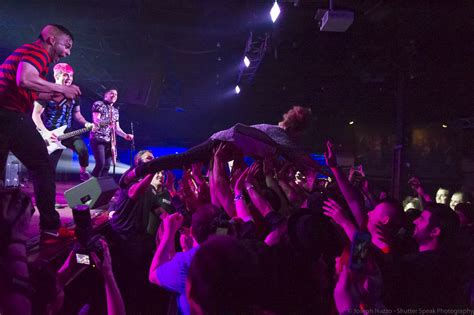 stage dive stage diving school