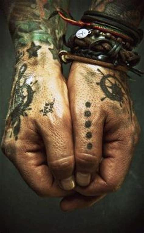 johnny depp jolly roger tattoo tatouage main homme 15 idees de tatouages homme main