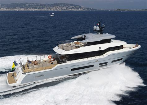 first yacht 187 boats and yachts for sale dubai buy a yacht - Buy A Boat In Dubai