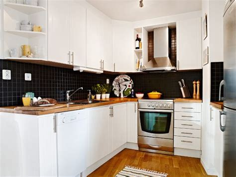 black kitchen tiles ideas mala kuchnia w kształcie podkowy zdjęcie w serwisie