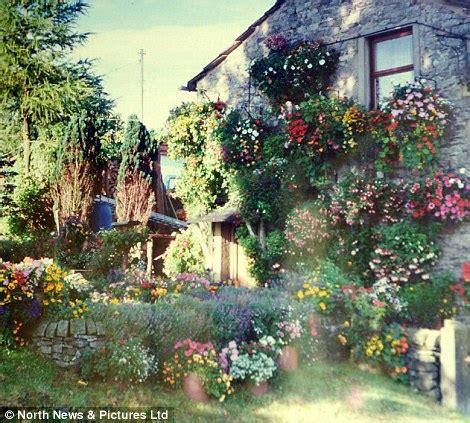 Flowe Hourse a beautiful flower house of 26 year 5