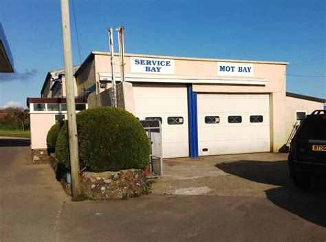 Garage For Sale Cornwall by Busy Garage With 3 Bed Bungalow Garages For Sale In