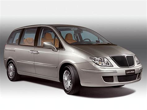 Auto Lancia 2016 Lancia Phedra Pictures Information And Specs