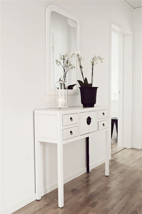 wall tables for hallways ways to make a hallway more beautiful it s easy and