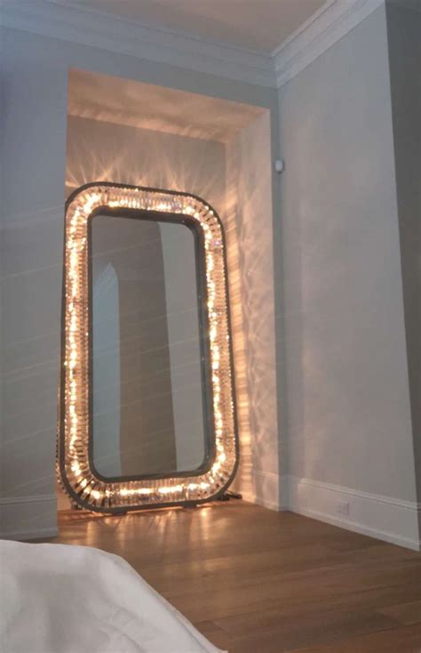 Mirror Lights Bedroom 25 Best Ideas About Jenner On Pinterest How To Pout Jenner Lip Injections