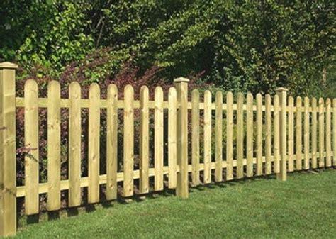 staccionate in legno per giardini recinzioni per giardino recinzioni recinzioni giardino