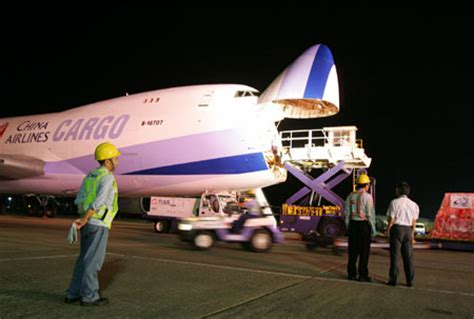 cross straits cargo plane lands in shanghai