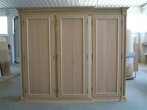 armadi in legno grezzo armadio in legno grezzo le essenze acquistare un