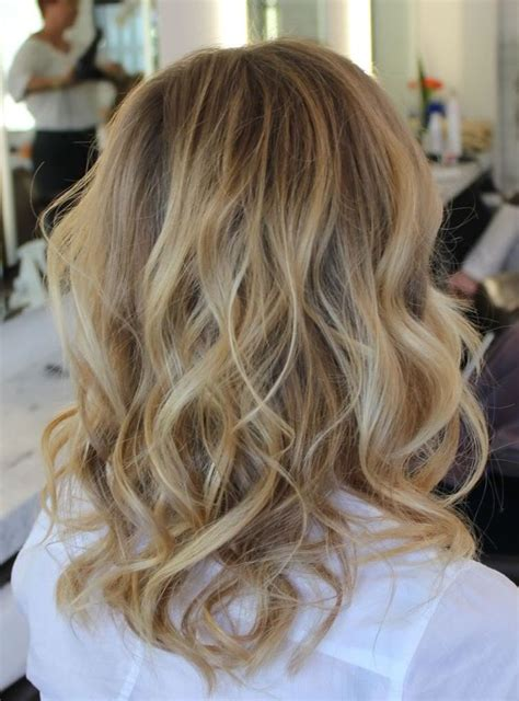 how to get beachy waves on shoulder lenght hair hair color style baby blonde sunkist beachy waved