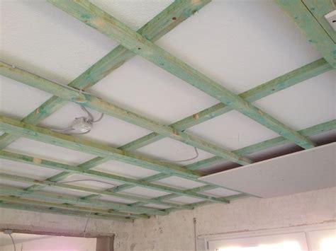 Badezimmer Decke Gipskartonplatten by Decke Abh 228 Ngen Mit Dachlatten Gipskarton So Wird Es