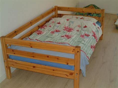 gemütliches bett schlafzimmer luftfeuchtigkeit
