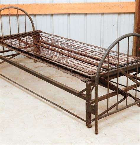 antique metal bed antique metal trundle bed ebth