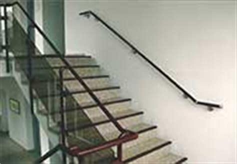 treppen handlauf vorschriften barrierefrei treppensicherheit beidseitiger handlauf