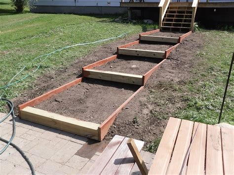 Front Yard Walkways - building steps on a slope
