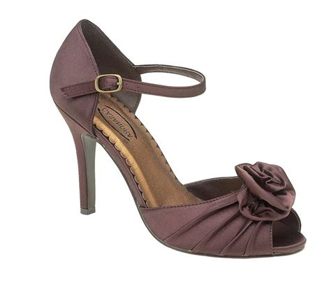 brown wedding shoes matching with the wedding colors will