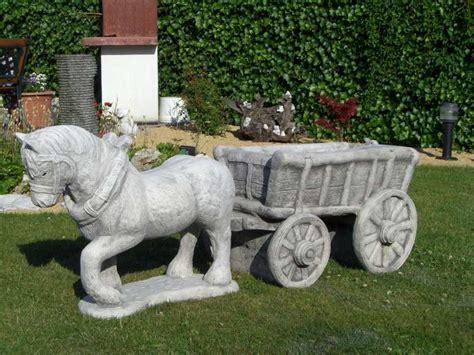beelden beton voor de tuin betonnen tuinbeelden paard met kar nieuw nieuw