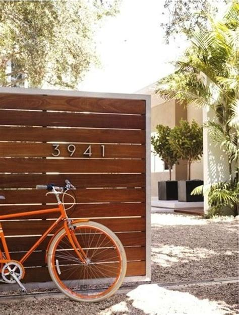 modern fence 25 best ideas about horizontal fence on pinterest