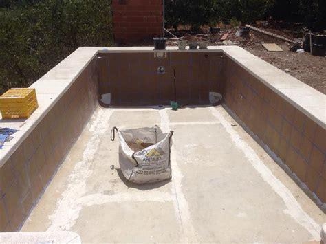 ducha romana piscina rectangular con escalera romana y ducha de obra