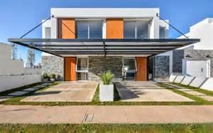 Diseno De Casa planos de casa de dos pisos moderna vivienda ha sido divida en dos