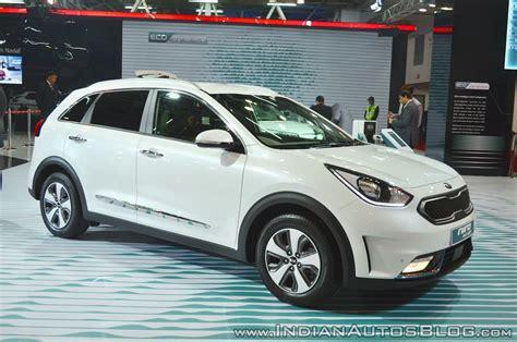 kia niro plug  hybrid front  quarters  auto expo