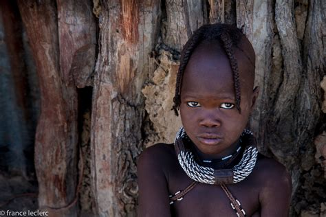 himba tribe color seeing in namibia sand dunes and himbas