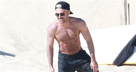 zac efron shows zac efron shows off his abs during mexico vacation dylan