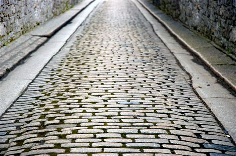 Laying Pavers For Patio Cobblestone Brick Cobblestone Patios Cobblestone