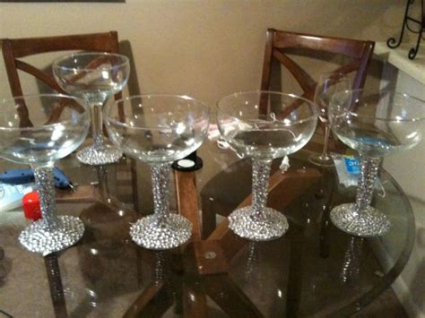 Centerpieces Will Have Floating Cadles With Black And Water Pearl Centerpieces