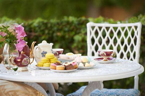 proper etiquette  participating   english tea