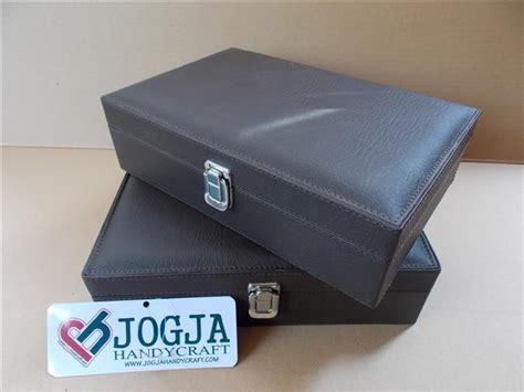 Packing Tambahan Dus Polos Agar Dus Sneakers Tidak Penyok exclusive jewelry box brwon kotak perhiasan dan accesories coklat