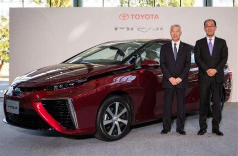 Brennstoffzellenauto Toyota by Brennstoffzellenauto Mirai Toyota Zieht Verkaufsstart Vor