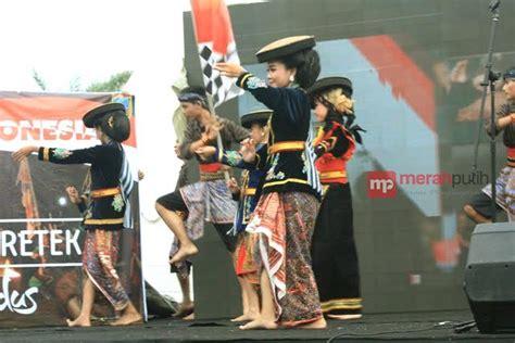 Bros Tembaga Kuning Dua Susun sejarah tari kretek representasi buruh rokok di kabupaten