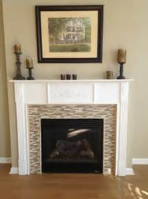 kamin fliesen wood look tile on the floor and glass mosaic on fireplace